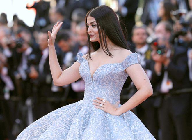Hoa hậu đẹp nhất thế giới diện váy xẻ sâu hun hút ở Cannes - 5