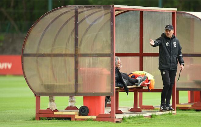 Mourinho ở MU: Có giành Europa League cũng là dối trá - 1