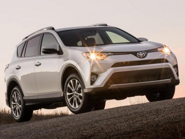 Toyota RAV4 2017 gấp rút giảm giá còn 554 triệu đồng