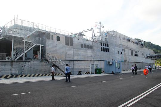 Cận cảnh tàu hải quân Nhật, Mỹ thăm Cam Ranh - 11