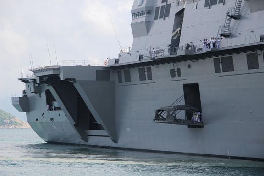 Cận cảnh tàu hải quân Nhật, Mỹ thăm Cam Ranh - 3