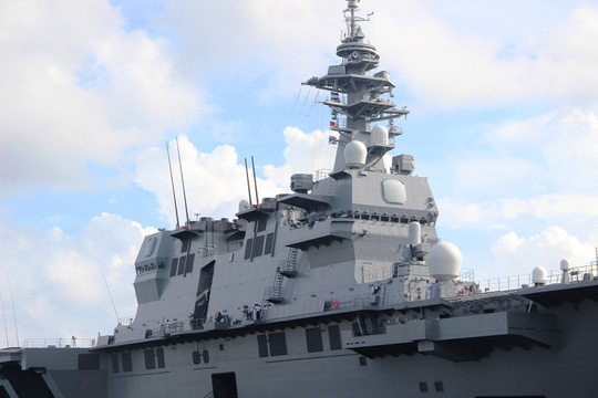 Cận cảnh tàu hải quân Nhật, Mỹ thăm Cam Ranh - 4