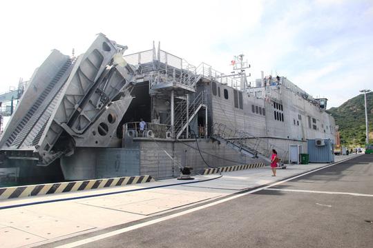 Cận cảnh tàu hải quân Nhật, Mỹ thăm Cam Ranh - 9