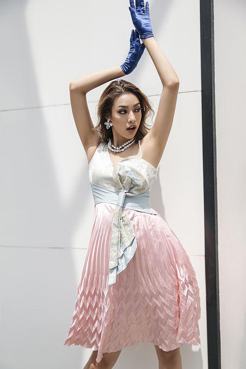 Lilly Nguyễn xuất thần khoe vẻ đẹp quý tộc trên phố - 7