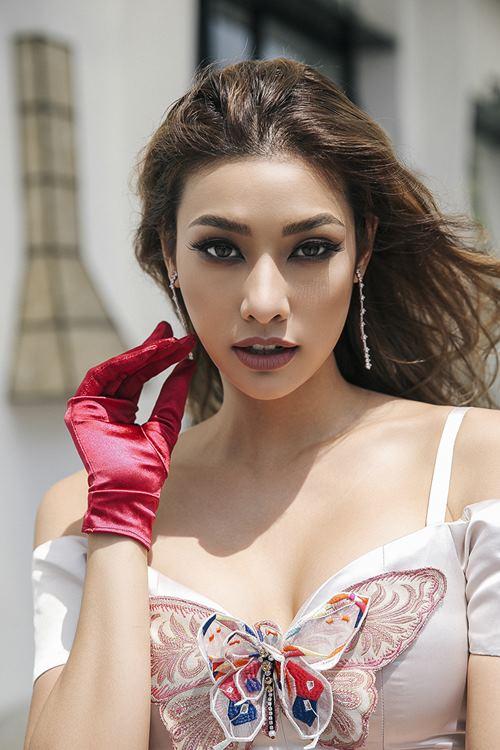 Lilly Nguyễn xuất thần khoe vẻ đẹp quý tộc trên phố - 8