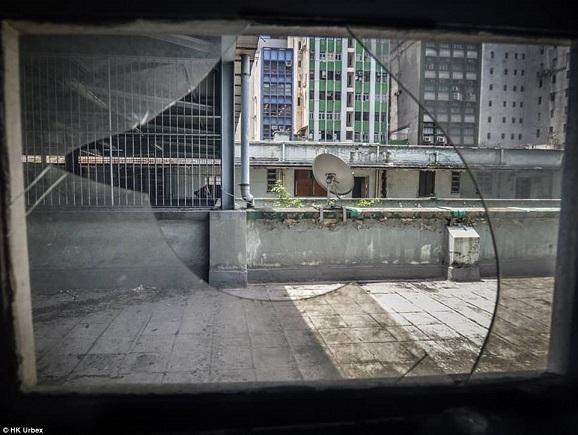 """""""Khu chợ ma"""" hoang tàn ở thành phố đắt đỏ nhất thế giới - 7"""