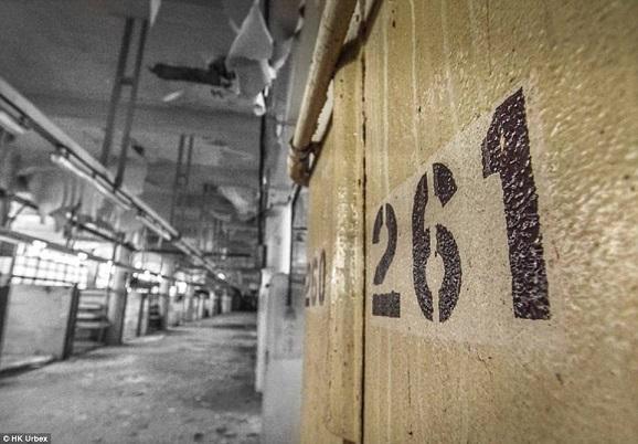 """""""Khu chợ ma"""" hoang tàn ở thành phố đắt đỏ nhất thế giới - 6"""