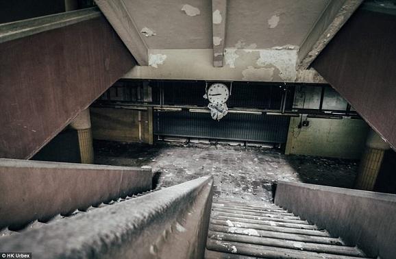 """""""Khu chợ ma"""" hoang tàn ở thành phố đắt đỏ nhất thế giới - 3"""