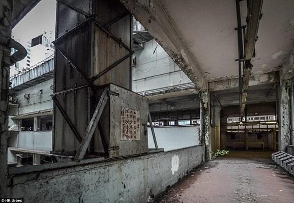 """""""Khu chợ ma"""" hoang tàn ở thành phố đắt đỏ nhất thế giới - 5"""