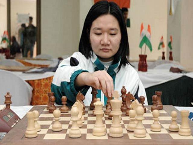 Hot-girl cờ vua Việt gây choáng thế giới: Kim Phụng đả bại 3 nam đại cao thủ 4