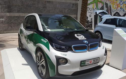 Cảnh sát Dubai trang bị BMW i3 - 1
