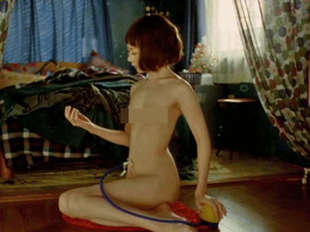 Dám khỏa thân diễn cảnh nóng, không ngờ Thang Duy ngoài đời lại e thẹn thế này - 13