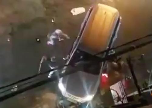 Clip: Ô tô, xe máy rượt nhau như phim trên phố Biên Hòa - 1