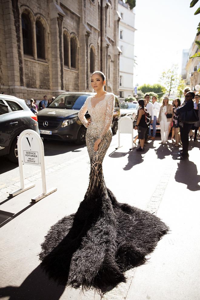 Lý Nhã Kỳ đẹp như nữ hoàng Ai Cập trên thảm đỏ Cannes - 2