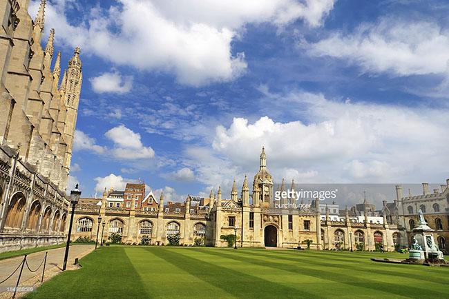 Trường thành lập năm 1209, là trường lâu đời thứ 2 trong thế giới nói tiếng Anh và đại học lâu đời thứ 4 trên thế giới còn đang hoạt động.
