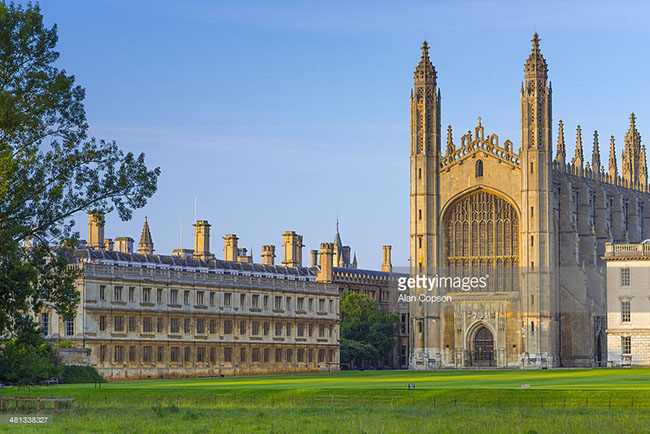 """Cambridge là thành viên của nhiều hiệp hội và là 1 phần của  """" Tam giác vàng """"  - ba viện đại học hàng đầu ở Anh: Cambridge, London, và Oxford."""