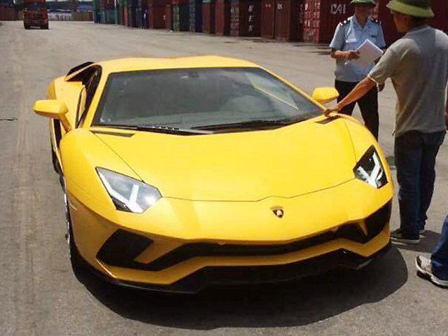 Lamborghini Aventador S giá 40 tỷ đồng về Việt Nam - 1