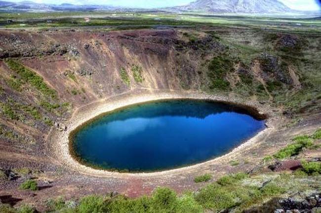Điêu đứng trước vẻ đẹp 10 hồ núi lửa đẹp ngất ngây - 2