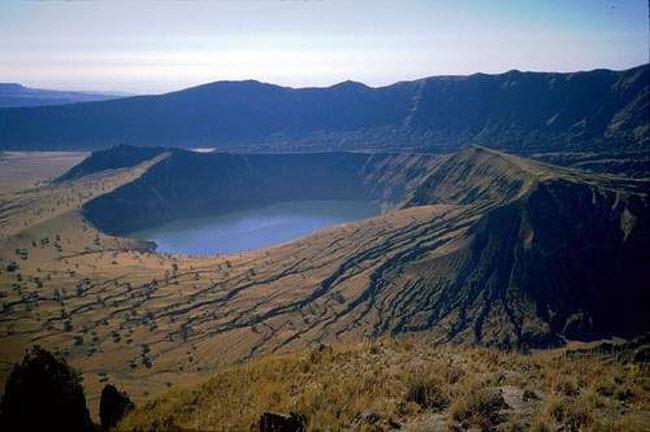 Điêu đứng trước vẻ đẹp 10 hồ núi lửa đẹp ngất ngây - 4