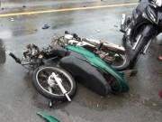 Xe máy  rụng  bánh sau cú đấu đầu kinh hoàng, 2 người thương vong