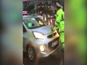 Tin tức trong ngày - Tài xế taxi khai lý do cản trở đoàn xe ưu tiên, húc CSGT bỏ chạy