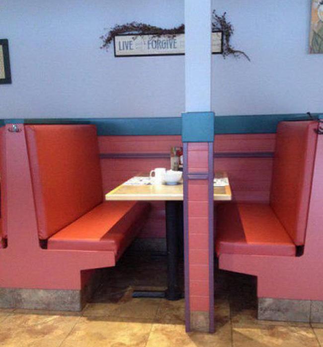 Thiết kế hai ghế cho đẹp thế thôi.