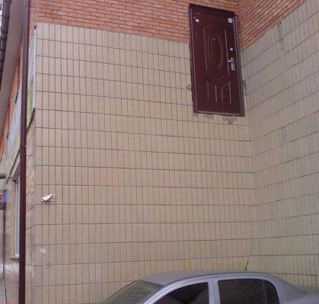 Ô tô đã chờ sẵn dưới cửa rồi đấy.