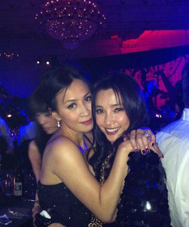 Trong showbiz châu Á có nhiều hình ảnh các sao nữ ăn chơi tại bar và bị chụp lại. Hơn thế, họ còn bị có nhiều hành vi thác loạn, gây ảnh hưởng xấu tới giới trẻ. & nbsp;