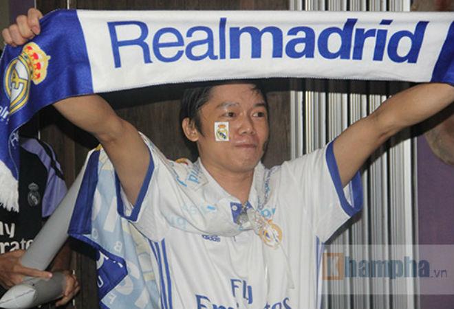 Fan Real tại VN ăn mừng cùng Ronaldo: Nụ hôn và nước mắt - 5