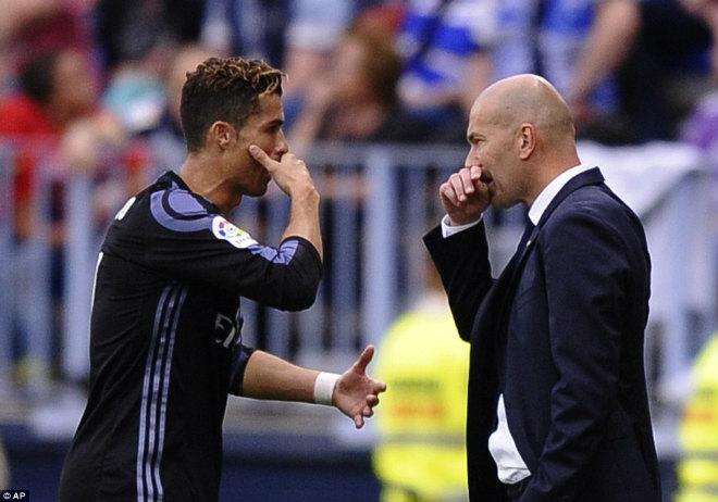 Ronaldo 25 bàn/mùa: Hy sinh cái TÔI để ẵm Cúp và Bóng vàng - 1