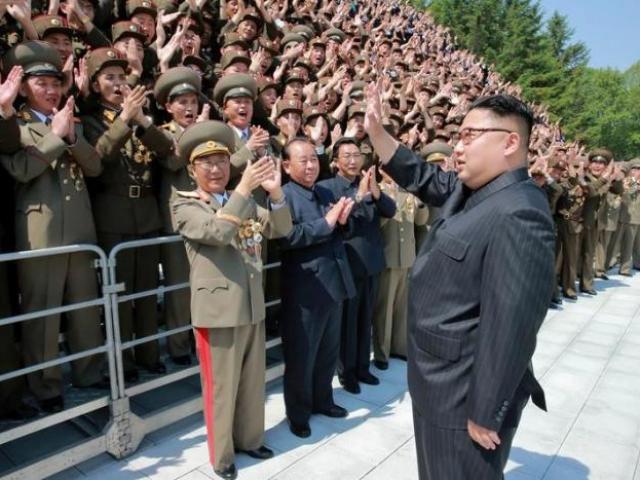 Triều Tiên tuyên bố sẵn sàng sản xuất tên lửa hàng loạt - 2