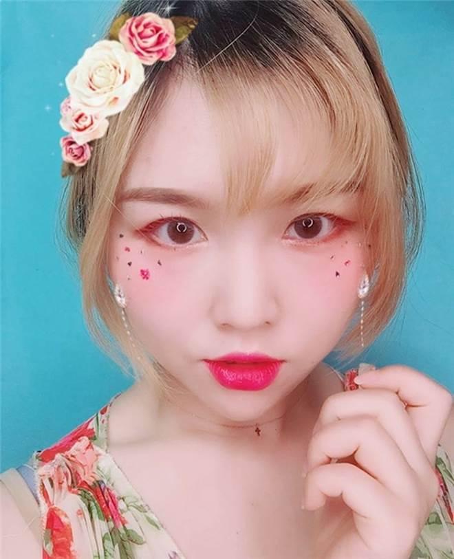 Sao Việt mê mẩn kiểu makeup đính kim tuyến lấp lánh - 3