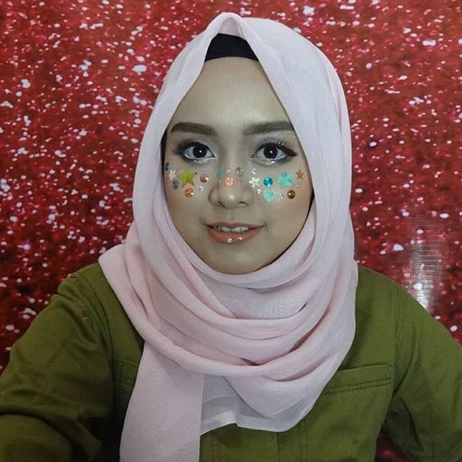 Sao Việt mê mẩn kiểu makeup đính kim tuyến lấp lánh - 5