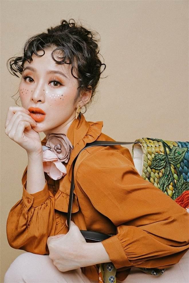 Sao Việt mê mẩn kiểu makeup đính kim tuyến lấp lánh - 8