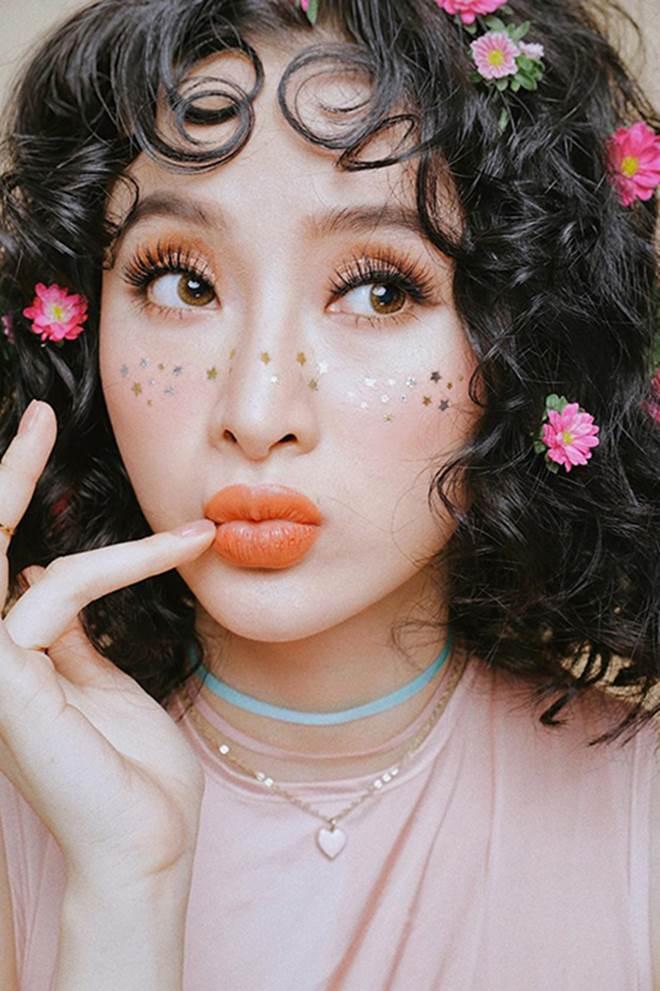 Sao Việt mê mẩn kiểu makeup đính kim tuyến lấp lánh - 9