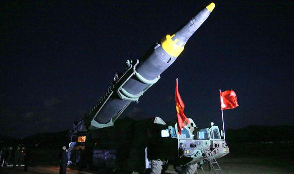 """Anh: Căn nhà bí ẩn """"không người"""" bỗng giương cờ Triều Tiên - 3"""