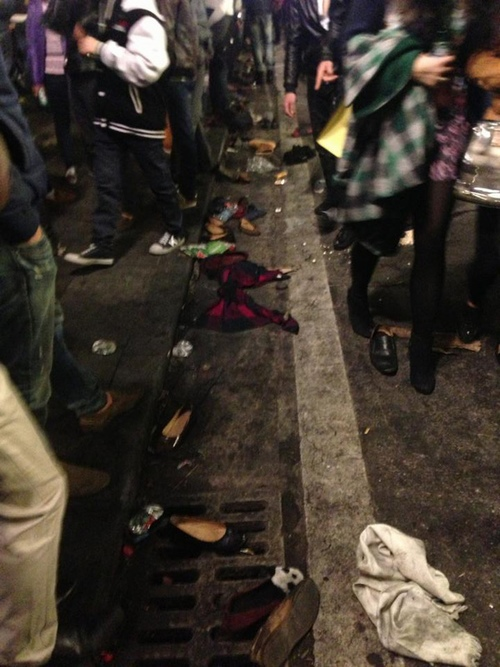 Sốc với cảnh khán giả ngất xỉu, rơi nội y sau đêm nhạc ở sân Mỹ Đình - 11