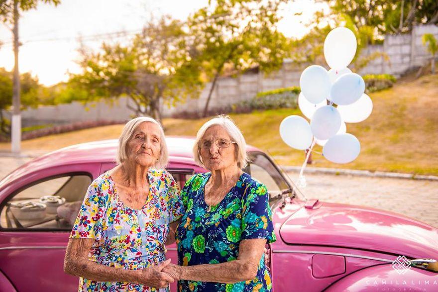 """Con cháu chưa chắc đã """"teen"""" như 2 cụ bà sinh đôi 100 tuổi này - 7"""