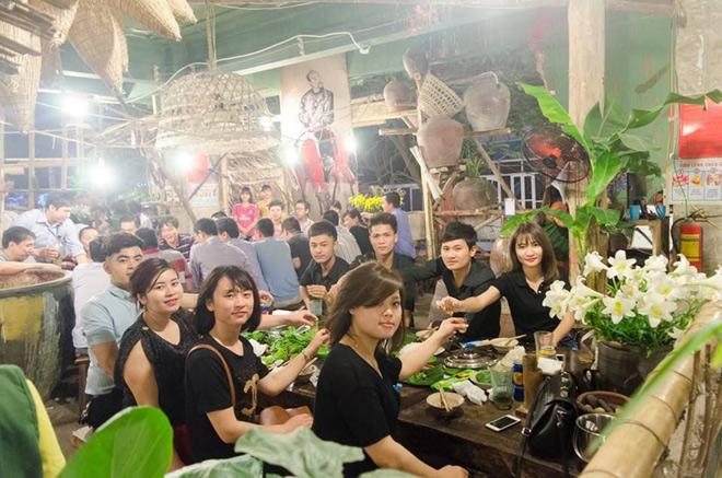 Kiệt tác khu ẩm thực 'ven sông' đẹp mê hồn giữa trung tâm Hà Nội - 5