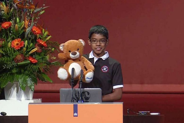 Thần đồng công nghệ 11 tuổi biến gấu bông thành vũ khí tấn công mạng - 1