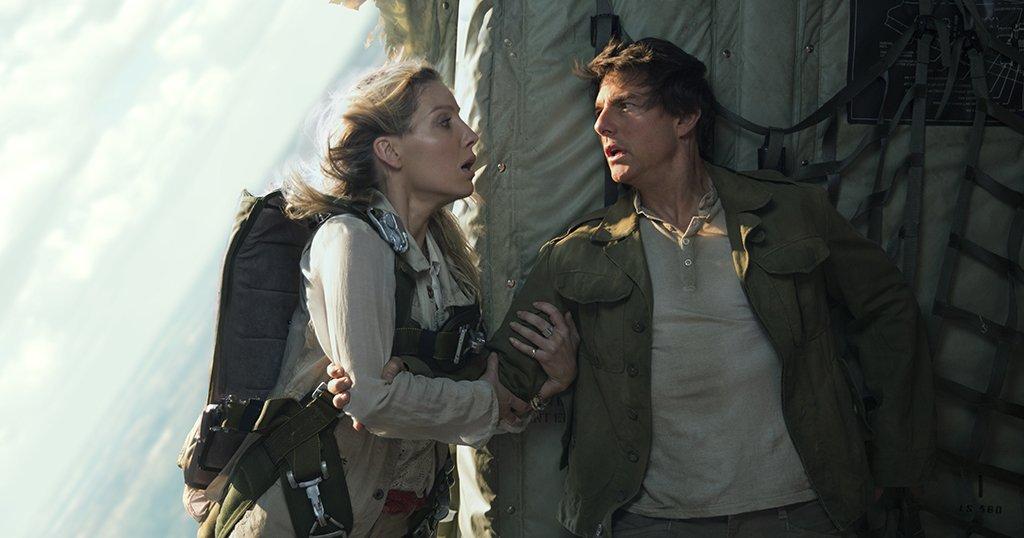 Tom Cruise trúng lời nguyền khi chống lại xác ướp trong phim mới - 1