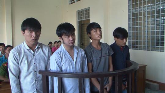 Bé gái 15 tuổi sinh con, 4 thanh niên vào tù - 1