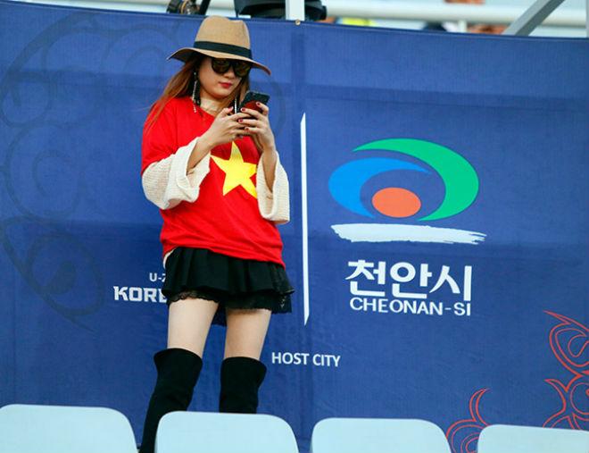 Fan nữ xinh hừng hực khí thế cổ vũ U20 Việt Nam đá U20 New Zealand - 3