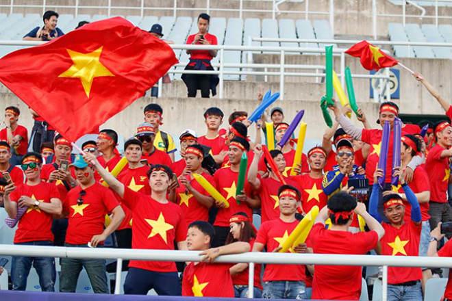 Fan nữ xinh hừng hực khí thế cổ vũ U20 Việt Nam đá U20 New Zealand - 11