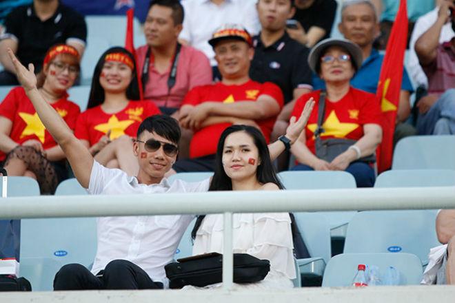Fan nữ xinh hừng hực khí thế cổ vũ U20 Việt Nam đá U20 New Zealand - 10