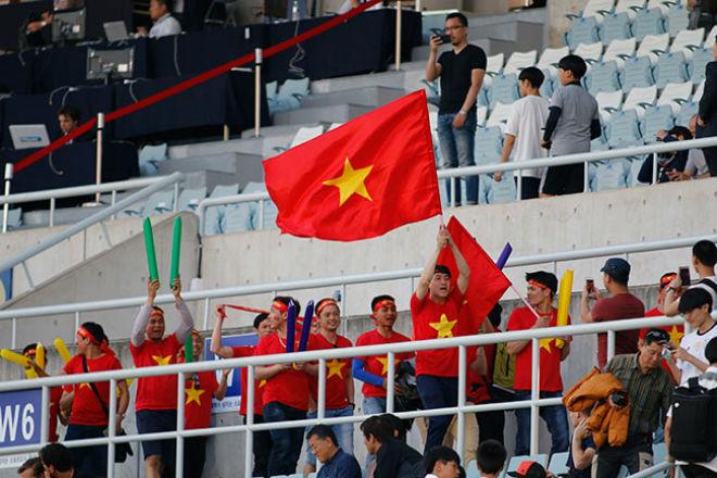 Fan nữ xinh hừng hực khí thế cổ vũ U20 Việt Nam đá U20 New Zealand - 13