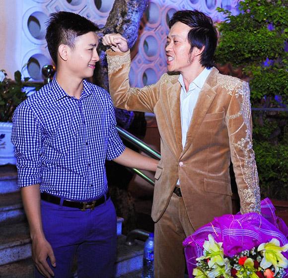 """""""500 con nuôi"""" của Hoài Linh: Người thành công, kẻ bị thiên hạ cười chê - 1"""