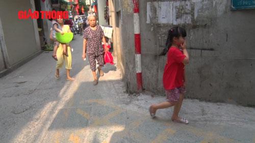 Dân HN ngỡ ngàng khi đường dành riêng cho trẻ bất ngờ bị xóa - 1