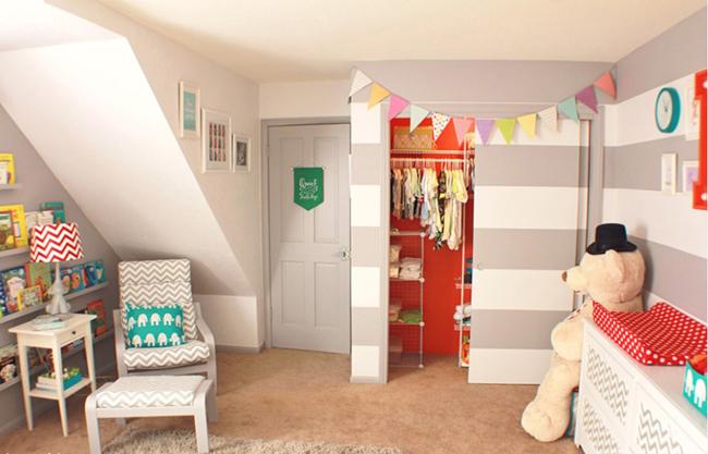 Màu sắc trung tính, tạo cảm giác dễ chịu cho căn phòng. Đặc biệt, không gian dưới chân cầu thang được tận dụng và xử lý rất khéo. Khu vực để quần áo của bé cùng cánh tủ trượt sơn cùng tông màu giúp cho không gian gọn gàng và hài hòa.
