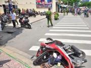 An ninh Xã hội - Vác hung khí chém nhau giữa phố, 2 thanh niên gục trên vũng máu